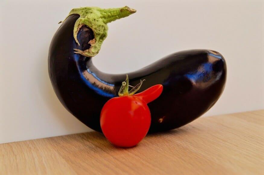 Aubergine und Tomate