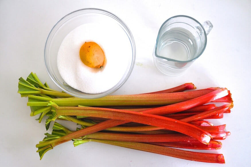 Rhabarbersirup - Selber machen dank diesem einfachen Rezept