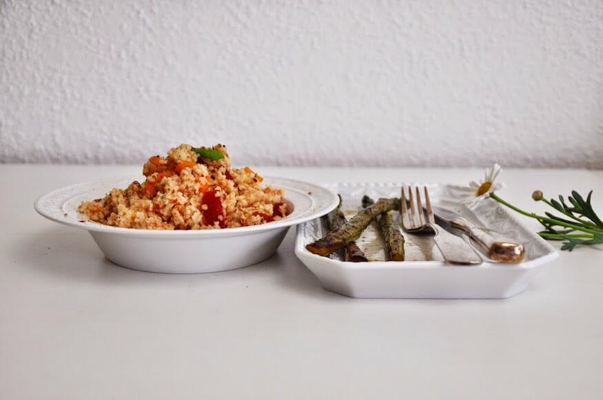 Couscous Salat und eingelegter Spargel