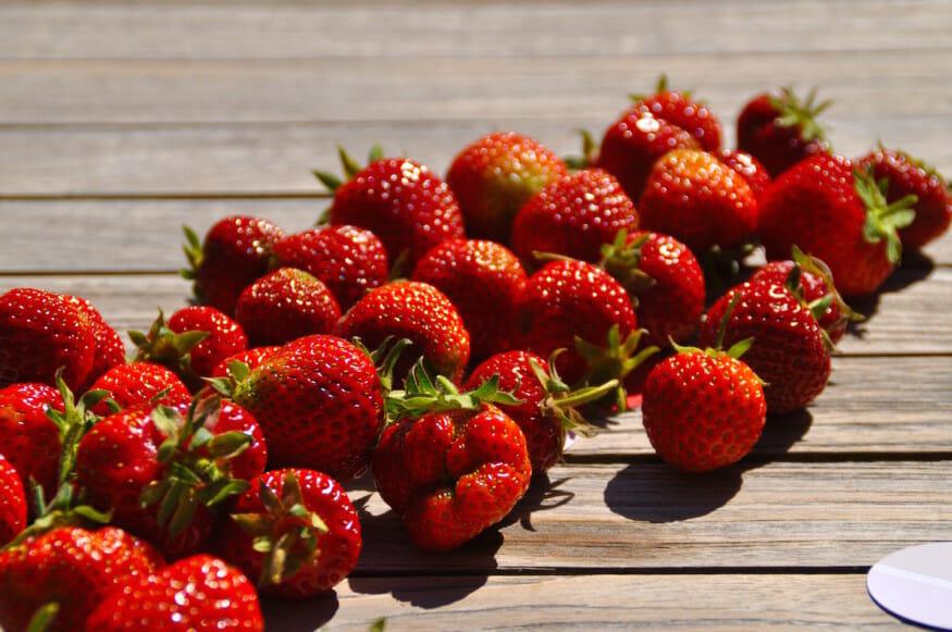 Erdbeer Eiscreme mit Cookies